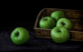 Picture apples, box, the dark background, green apples