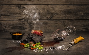 Picture glass, food, knife