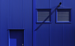 Picture wall, the door, blinds, Blue
