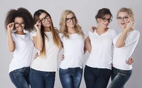 Picture models, glasses, white t-shirt