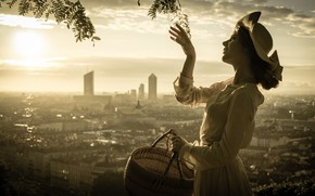Picture girl, the city, mood, basket, hand, panorama, hat, monochrome