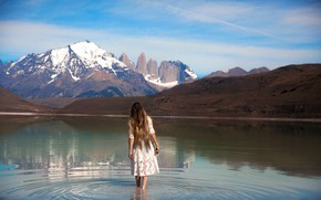 Picture girl, mountains, in the water, Lichon