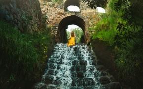 Picture girl, waterfall, ladder, runs, Lizzy Gadd