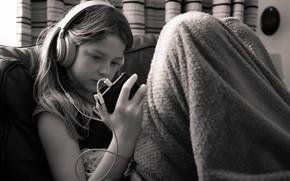 Picture headphones, player, girl, Daniel Banham