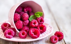 Picture berries, raspberry, plate, wood