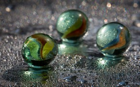 Picture colors, glass, marbles
