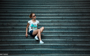 Picture girl, shorts, sneakers, glasses, t-shirt, ladder, steps, legs, sitting, glasses
