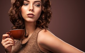 Picture look, girl, face, coffee, hand, makeup, hairstyle, Cup, aroma, coffee, wavy hair, Mike Orlov