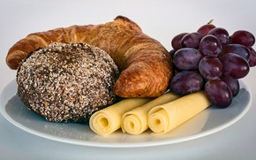 Picture close-up, cheese, plate, bread, grapes, cakes, bokeh, tube, croissant