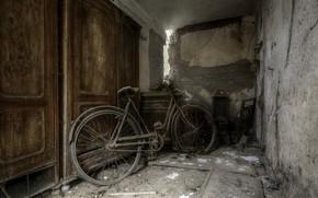 Picture bike, wardrobe, cellar