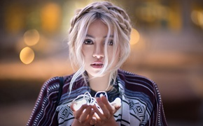 Picture glare, background, portrait, lights, blonde, beauty, garland, bokeh, in the hands, Lods Franck, Leana