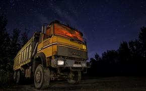 Picture machine, night, dump truck