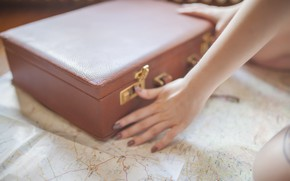 Picture things, map, hands, suitcase, chumadan