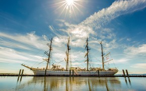Picture the sky, the sun, ship, mast