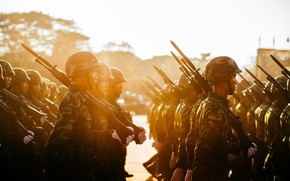 Picture soldiers, sunset, training