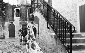 Picture girl, dress, yard, ladder, black and white, Karmen Pedaru