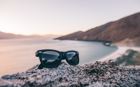 Picture style, background, glasses