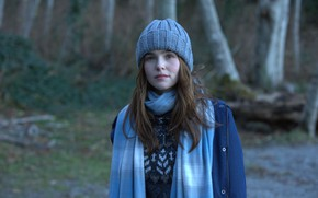 Picture hat, actress, Zoey Deutch