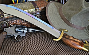 Picture hat, knife, revolver