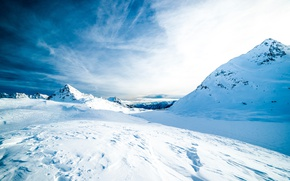 Picture the sky, clouds, snow, mountains, traces