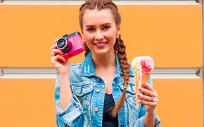 Picture girl, smile, portrait, makeup, hairstyle, the camera, ice cream, braids, brown hair, dzhinsovka
