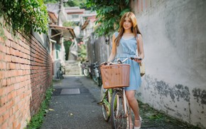 Picture girl, bike, street