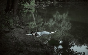 Picture girl, shore, in the water, Sylvia Mastalerz