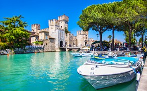 Picture the sky, the sun, trees, lake, people, castle, boats, Italy, Lago, lake Garda, Scaliger Castle