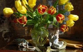 Picture bouquet, necklace, tulips