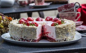 Picture plate, on the table, strawberry pie