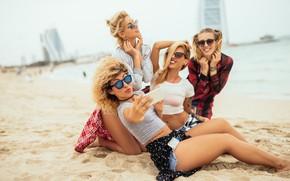 Picture sand, sea, beach, joy, girls, glasses, blonde, smile, bokeh, girlfriend, selfie