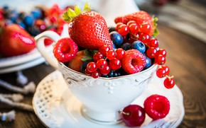 Picture berries, blueberries, strawberry, plate, fresh, currants, cup, berries