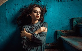 Picture pose, wall, mood, hair, ladder, steps, Damian Feather, Sarah Wieliczko