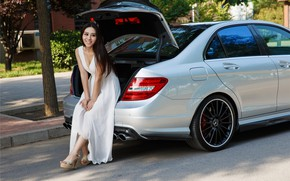 Picture auto, look, smile, Girls, Mercedes, beautiful girl, open the trunk, .Asian