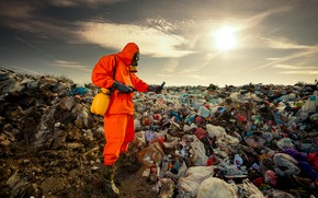 Picture garbage, personal protective equipment, worker, pollution