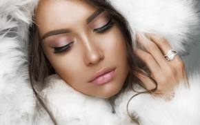 Picture close-up, face, hand, portrait, makeup, hairstyle, hood, coat, fur, brown hair, beauty, in white