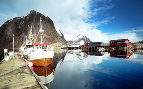 Picture clouds, snow, mountains, Bay, boats, Norway, houses, boats, piers, The Lofoten Islands, Lofoten
