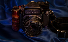 Picture background, the camera, Pentax 67