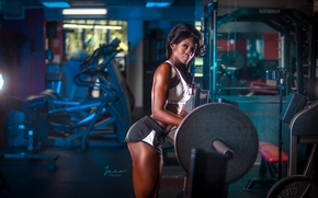 Picture brunette, look, workout, gym