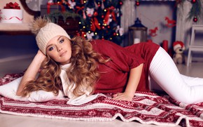 Picture look, girl, pose, hat, toys, new year, makeup, blanket, hairstyle, lies, pillow, tree, brown hair, ...