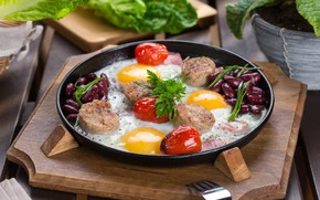 Picture scrambled eggs, tomatoes, meat, eggs