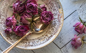 Picture roses, plate, spoon