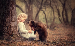 Wallpaper bear, girl, treat, berries