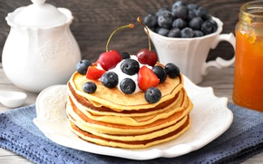 Picture berries, pancakes, blueberries