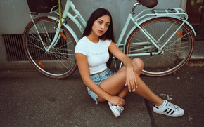 Picture bike, pose, feet, shorts, sneakers, Laura Göcht, Andreas-Joachim Lins