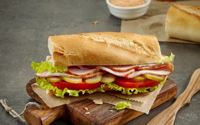 Picture bread, sandwich, tomatoes, sauce, cucumbers, bacon, cutting Board