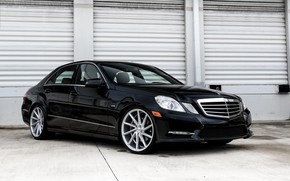 Picture Mercedes, Vossen, E350, on 20, lowered, wheels.