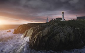 Picture sunset, lighthouse, Beg Lok-Mazhe, Pointe de Saint-Mathieu