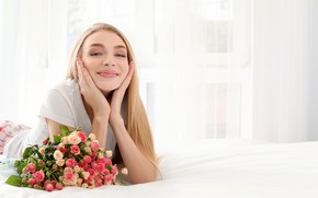 Picture flowers, pose, mood, bed, roses, bouquet, makeup, hairstyle, blonde, bed, lies, cute, smiling