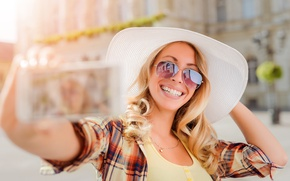 Picture girl, the sun, joy, happiness, smile, street, teeth, hat, makeup, Mike, glasses, hairstyle, blonde, shirt, …